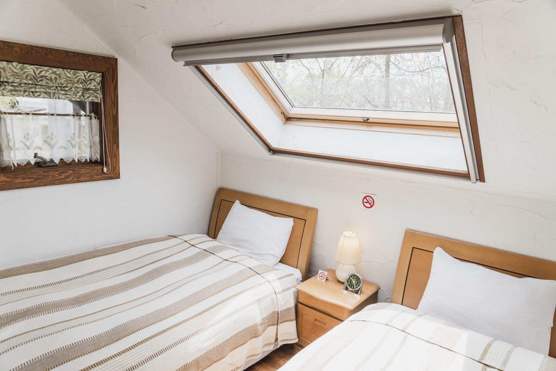 バウムコレクション コテージA天窓のある寝室